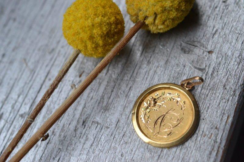 Médaille Ronde Décor Floral