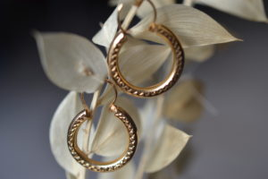 Créoles festonnées vintage en or
