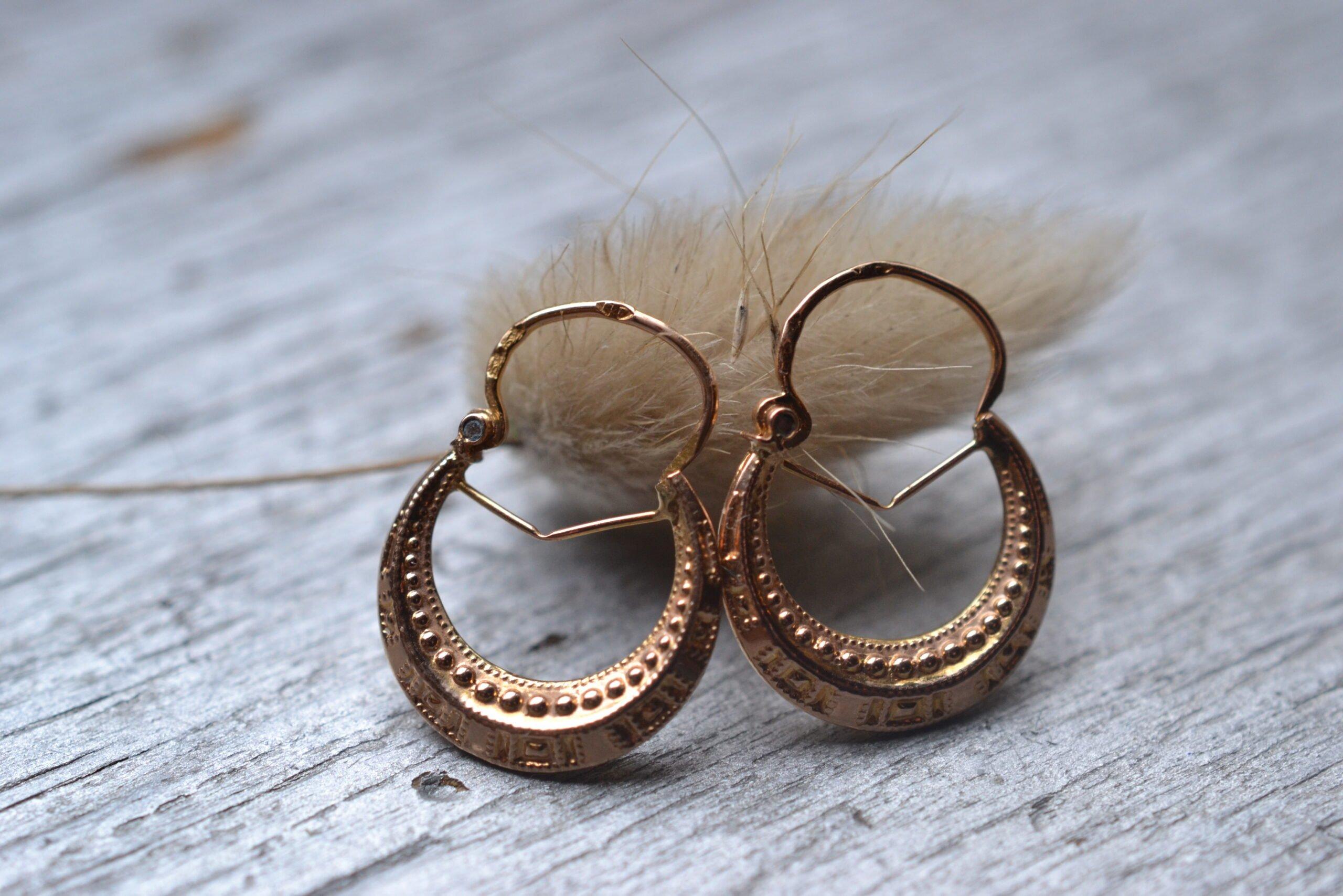 Créoles Anciennes En Or 18 Carats (750/1000), Style Vintage Et Décor De Perles Repoussées- Un Bijou Noircarat.fr