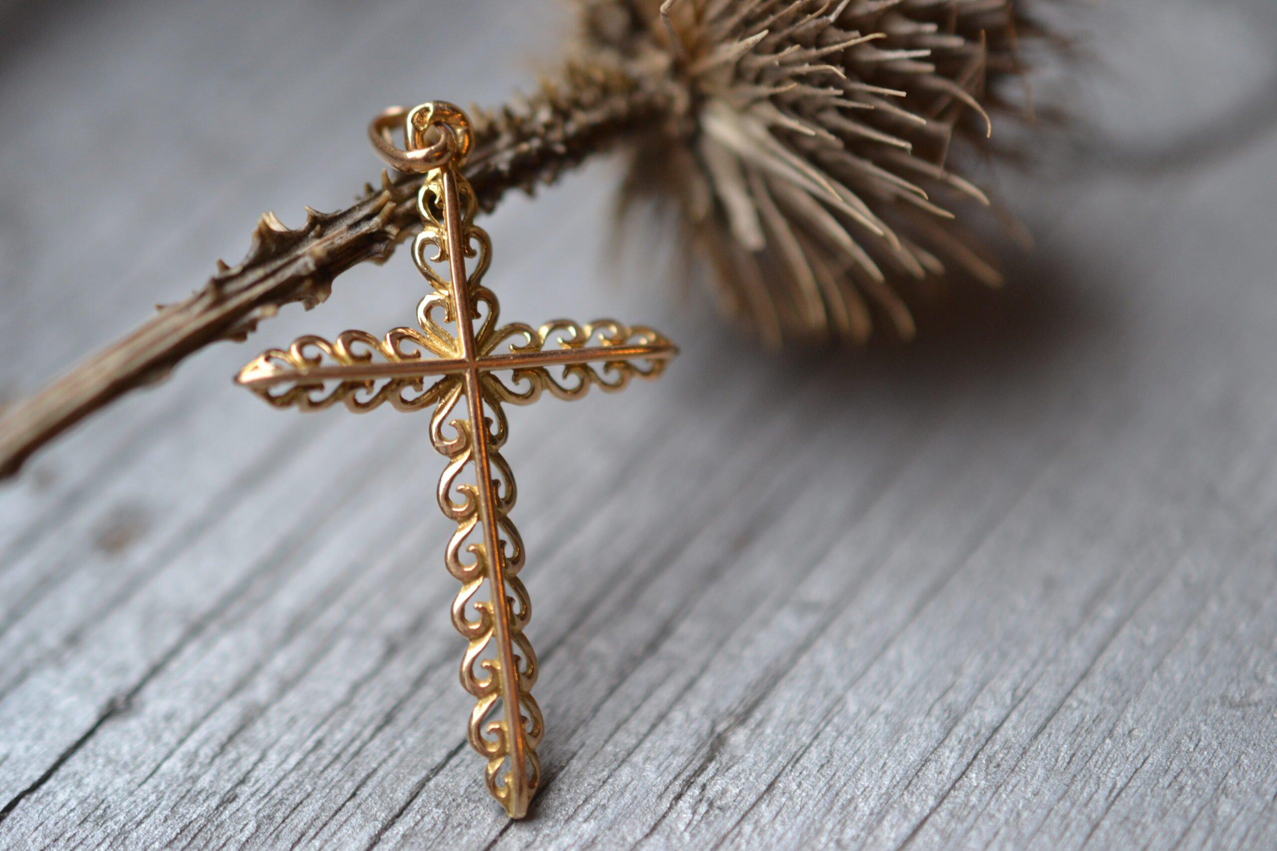 Croix Vintage - en Or massif 18 carat - Bijoux anciens - noircarat.fr