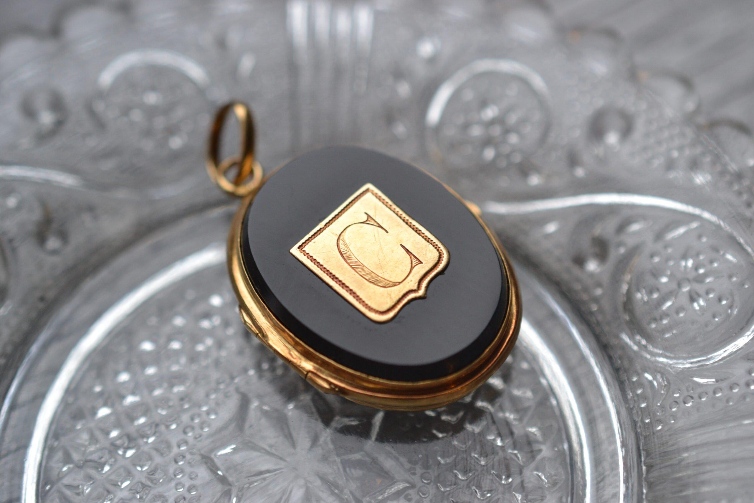 Pendentif porte photo - en onyx et or jaune 18 carats - Bijoux Vintage de seconde main - un bijou noircarat.fr