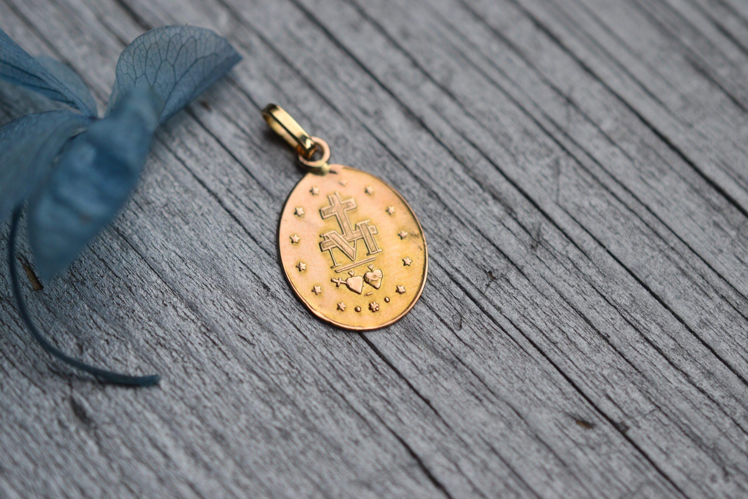 médaille miraculeuse baptème en Or 18 carats - bijou ancien et vintage - un bijou noircarat
