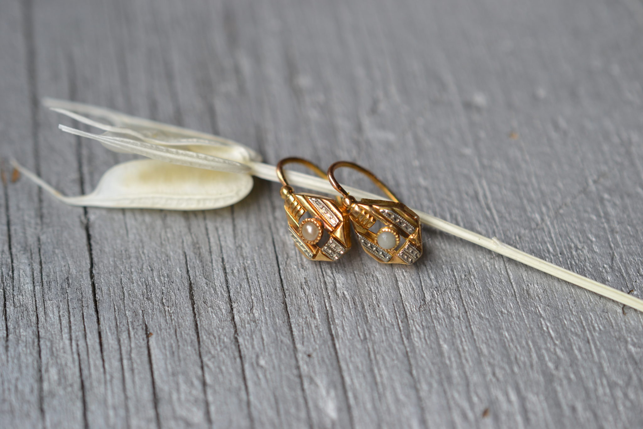 Boucles D'oreilles Vintage Art Déco - Bijoux Anciens En Or Ornés De Perles