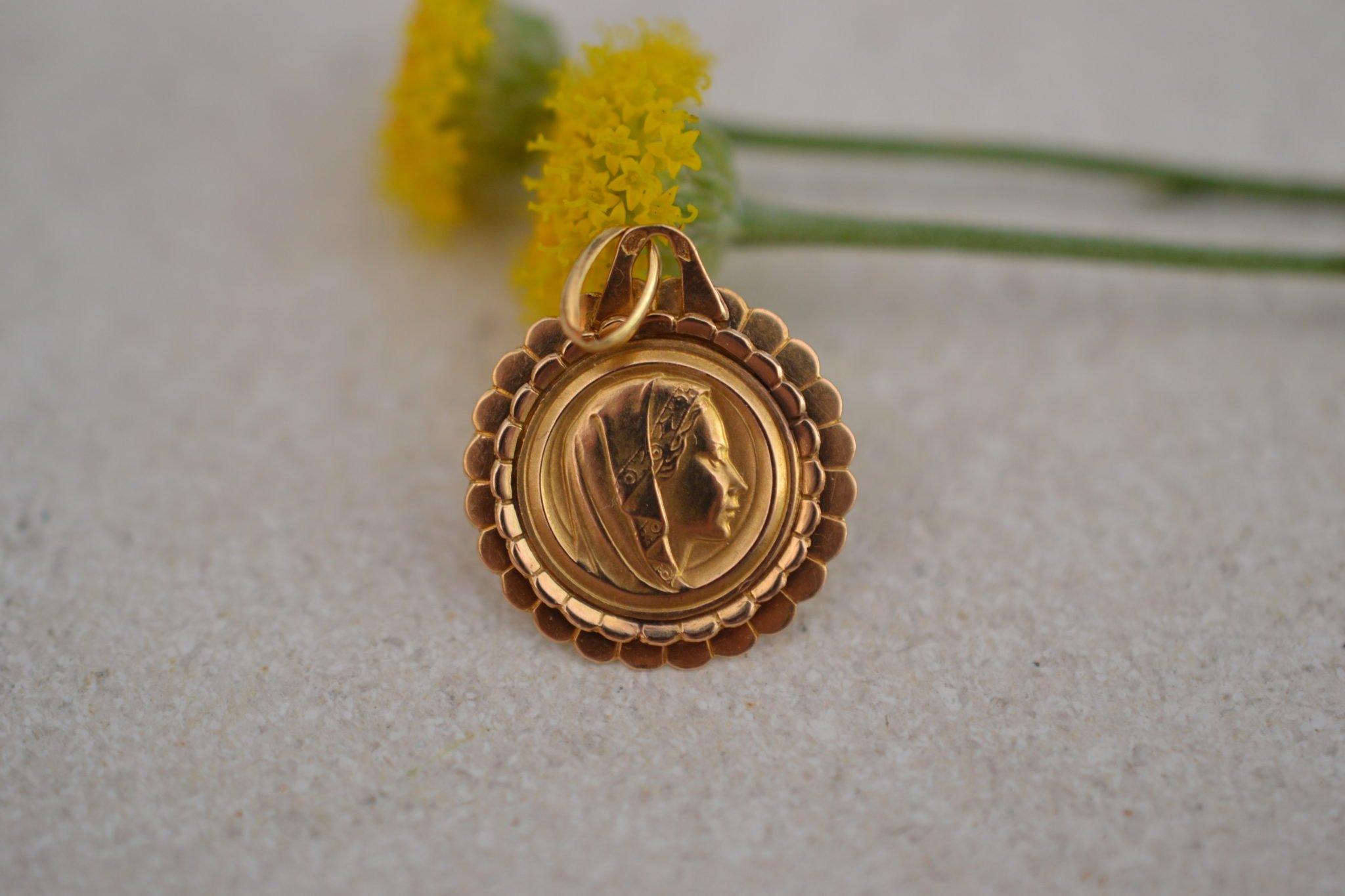 Médaille à la Vierge en Or 18 carats 750:1000 - Médaille ancienne bapteme - Bijou écoresponsable - Unique