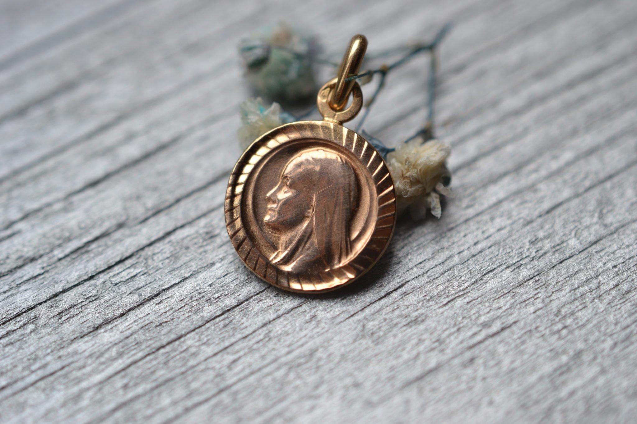 Médaille De La Vierge De Profil - Bijou Ancien Baptème Communion Religieux - En Or 18 Carats - Bijou Vintage Ethique