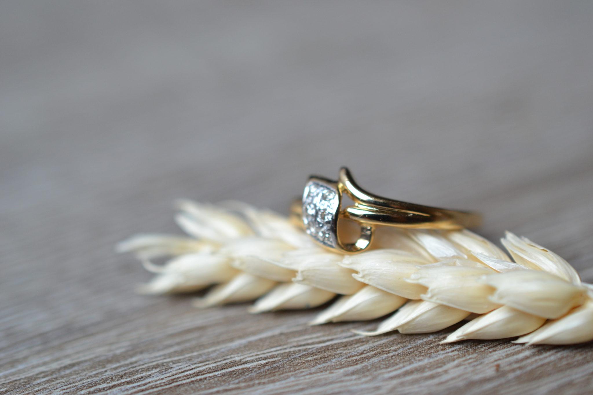 Bague or sertie de diamants bijou ancien