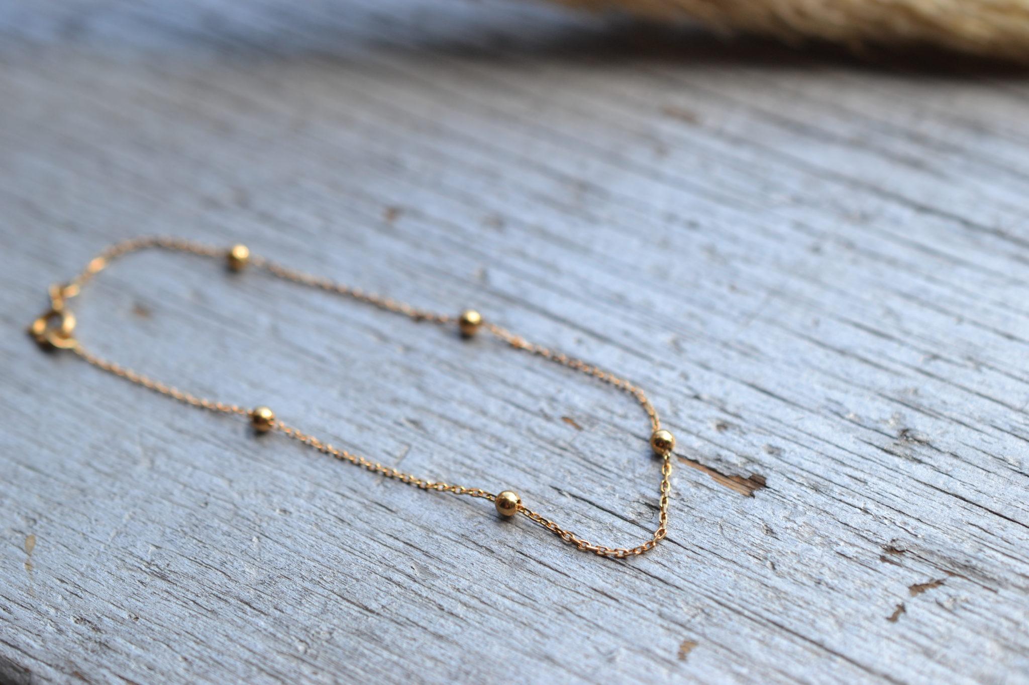 Bracelet ancien en or 18K, 750:1000, orné de 5 petites billes poinçon tête d'aigle Noir Carat