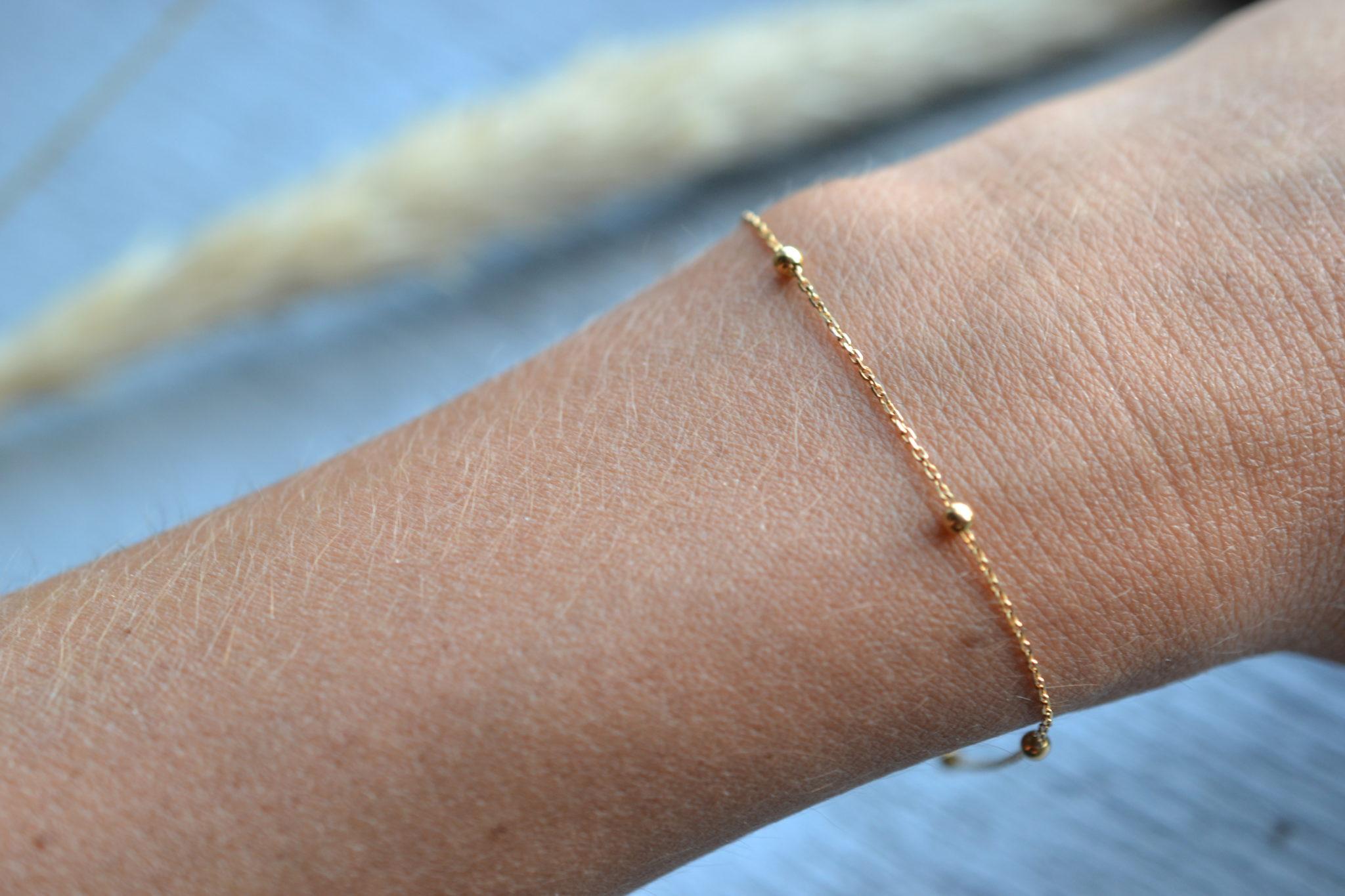 Bracelet en or 18K, 750:1000, orné de 5 petites billes poinçon tête d'aigle bracelet vintage chaine occasion