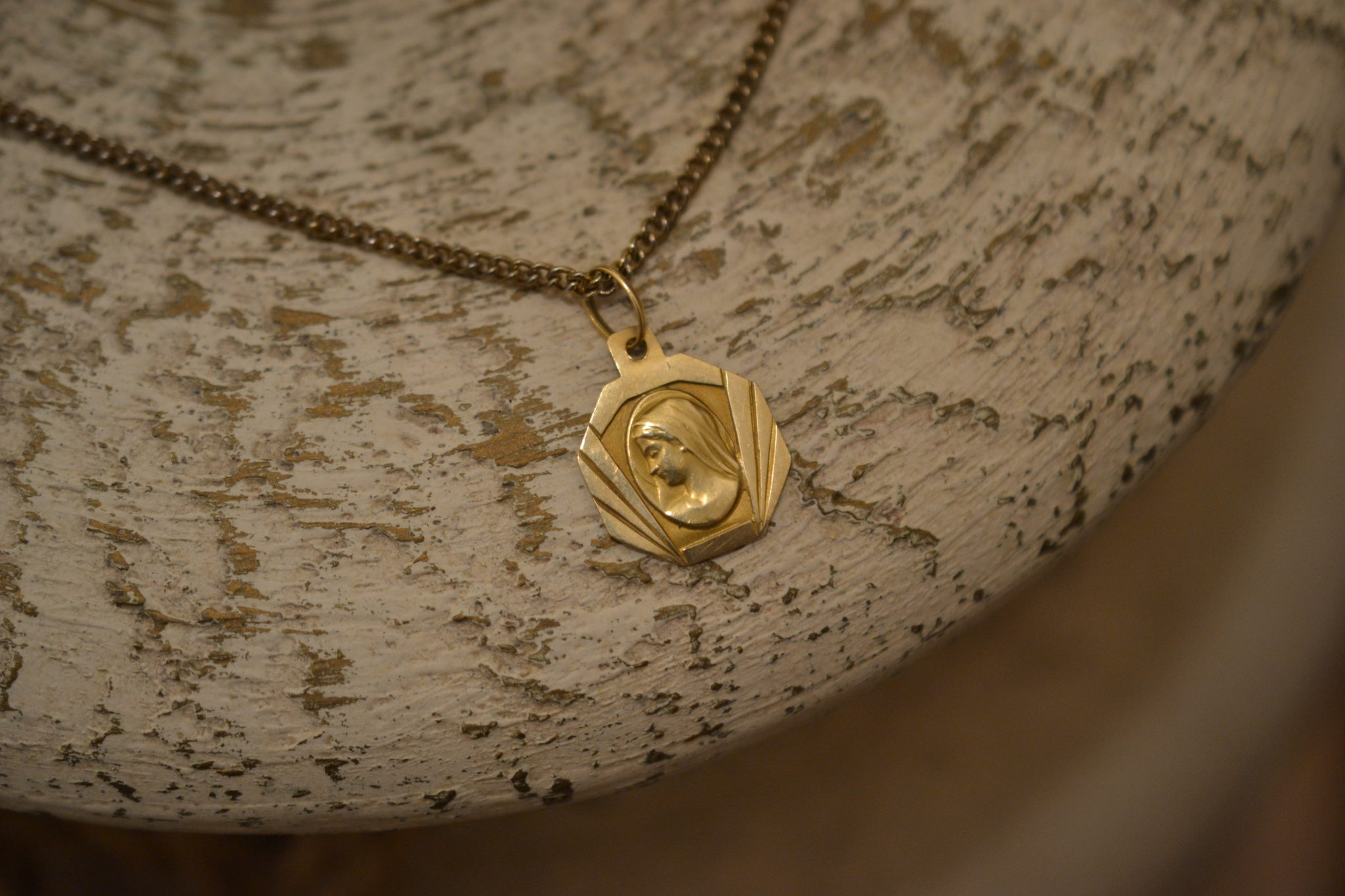 Médaille symétrique Profil de la Vierge pendentif religieux