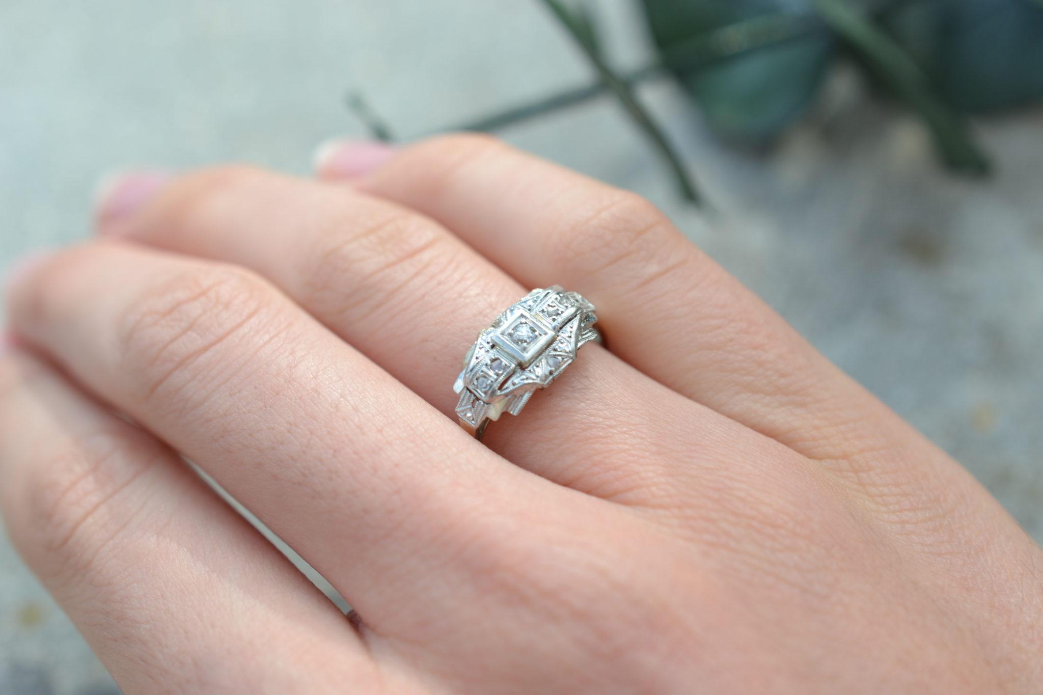 Bague en Or gris et platine ornée de petits diamants bague éthique