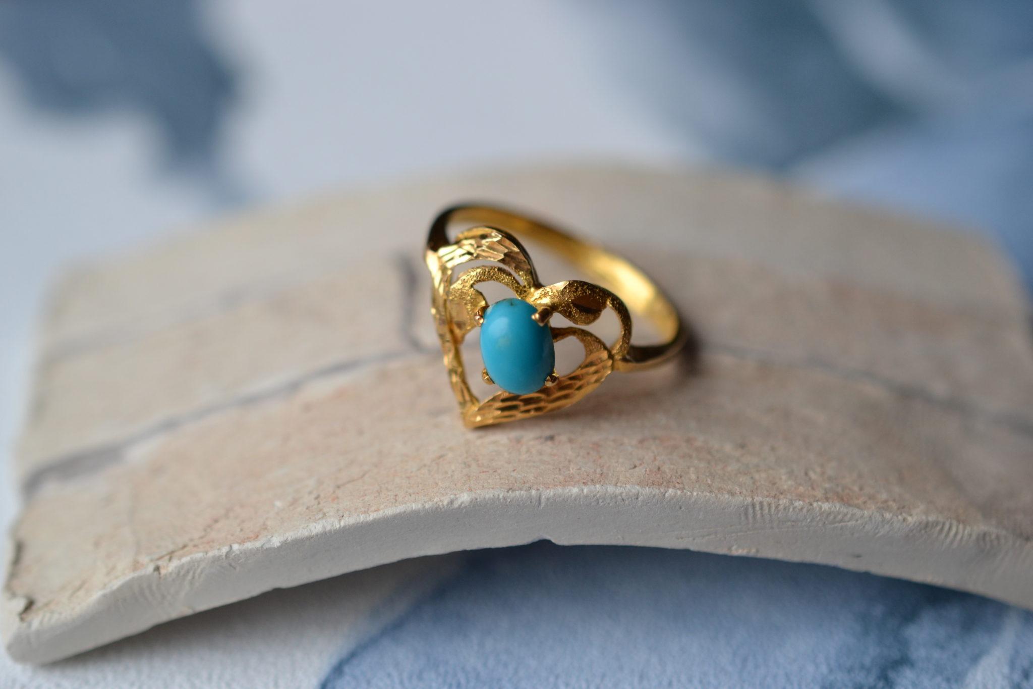 Bague En Or Jaune En Forme De Cœur, Sertie D_une Turquoise - Bague Ancienne