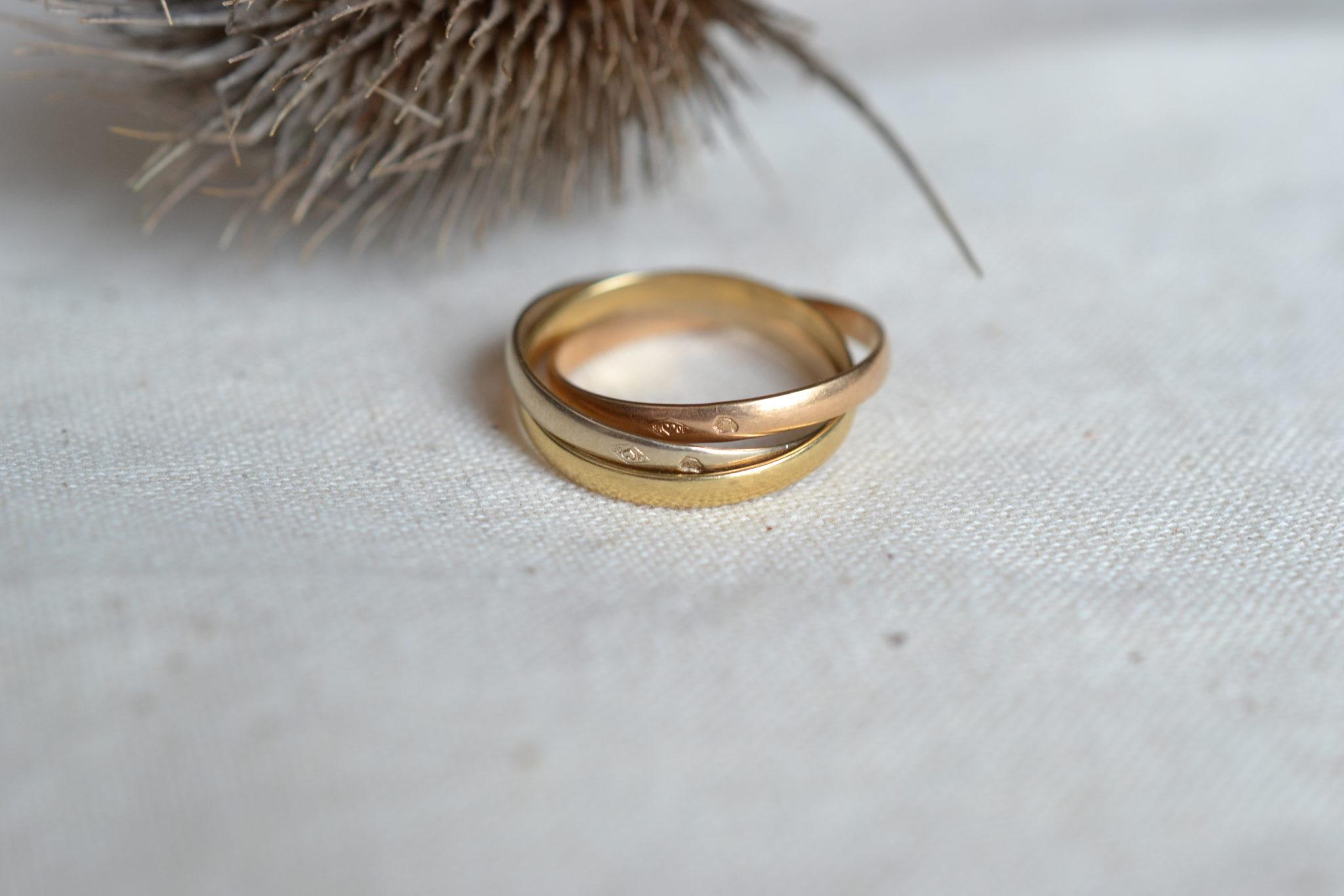 Bague Alliance _Trinity_ Formée De 3 Anneaux En Or Jaune, Or Rose Et Or Blanc - Bague De Mariage Vintage
