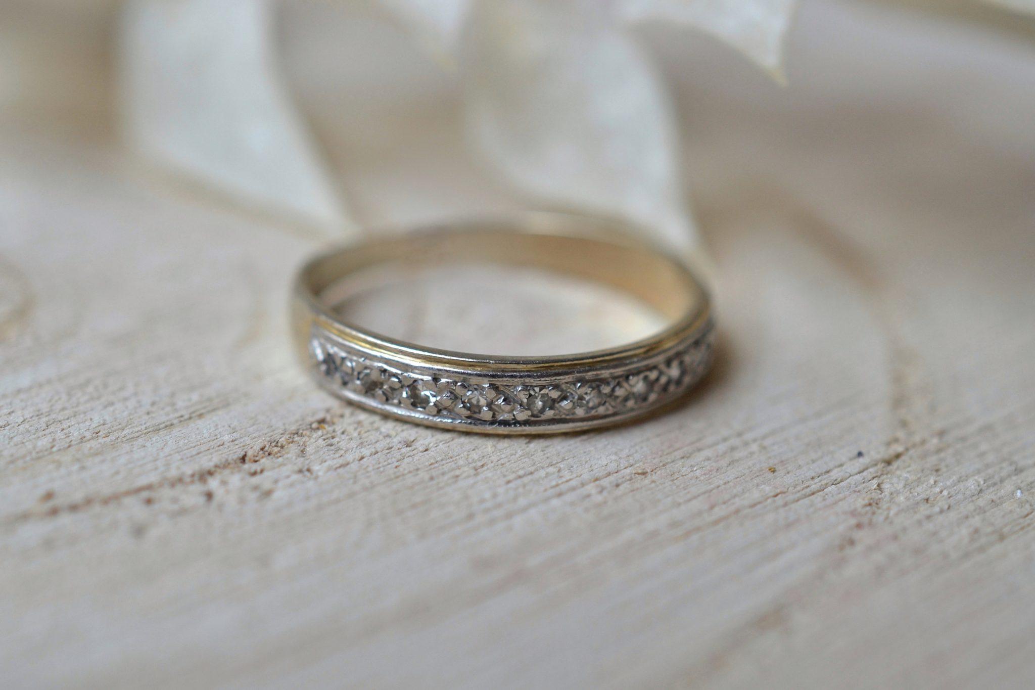 Anneau en platine et Or blanc orné de diamants 8-8 - bague ancienne