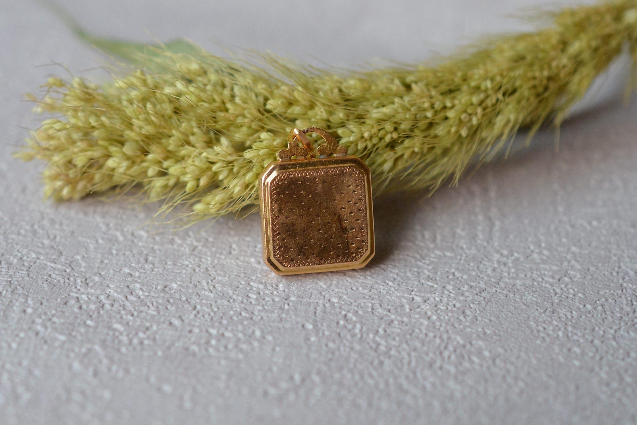 pendentif-ancien-or-massif-bijou-vintage