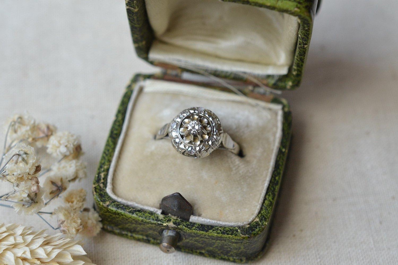 Bague Dome En Or Blanc Sertie D_un Brillant Central Et De Diamants Taille Rose - Bague Retro