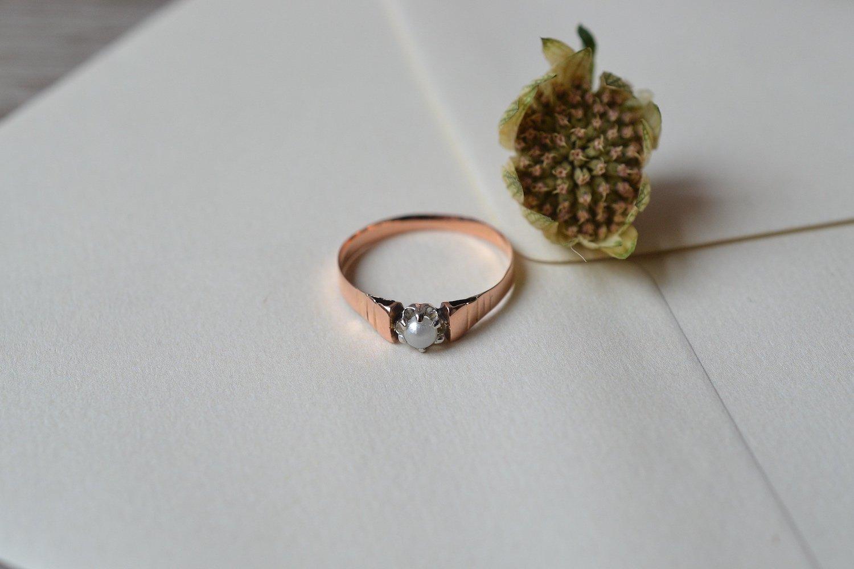 Bague En Or Rose Et Metal Sertie D_une Perle Centrale - Bague De Fiancailles Vintage