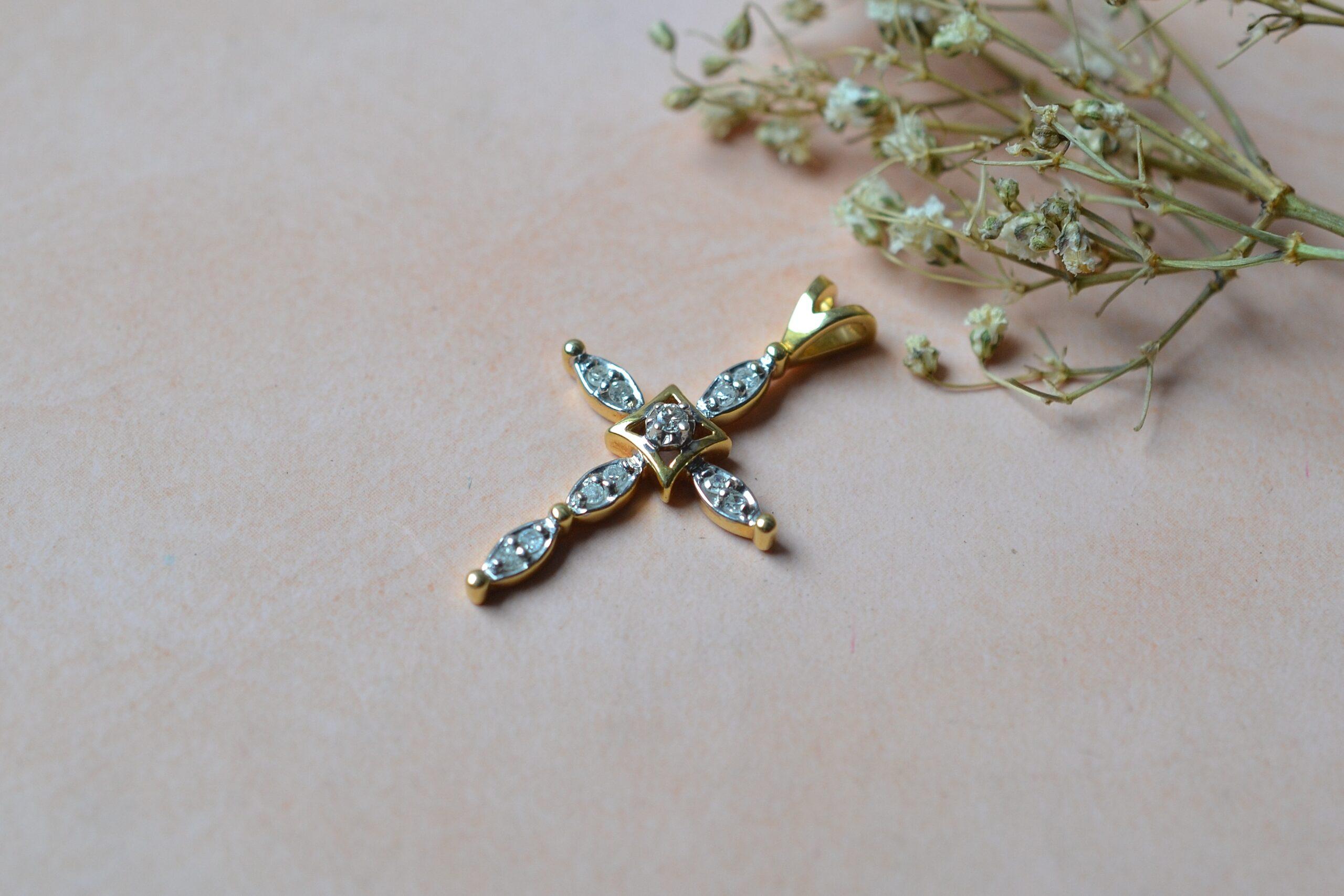 pendentif-croix-diamants-bijou-ancien-18-carats