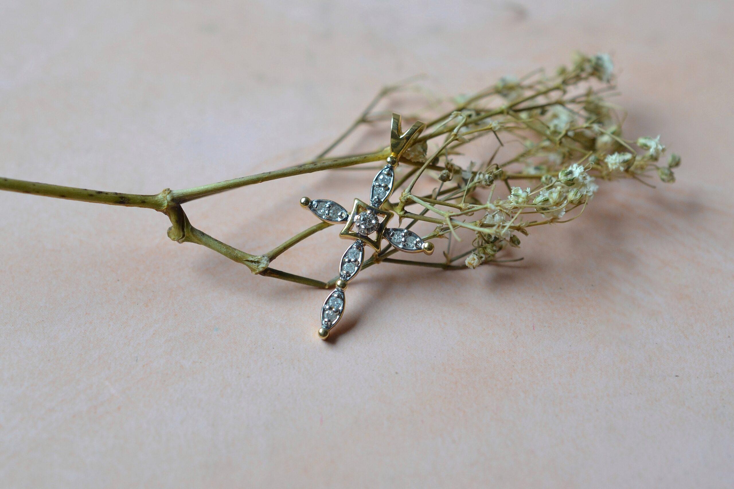 pendentif-croix-diamants-bijou-vintage-deux-ors