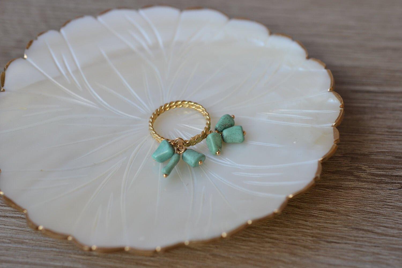 Bague en Or jaune a double rang torsade portant en pampilles six turquoises - bague de mariage de seconde main