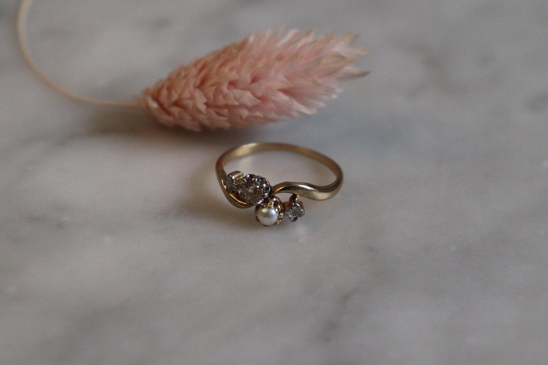 Bague Toi et Moi en Or jaune sertie d_une perle et de diamants - bague de seconde main