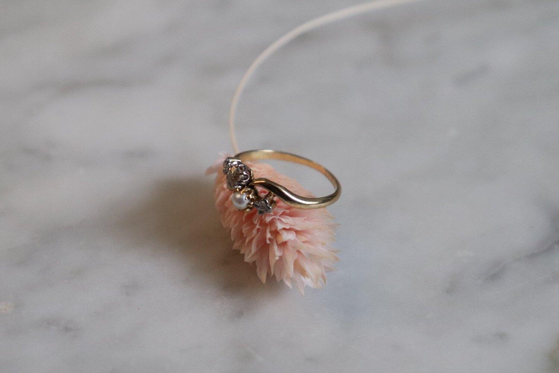 Bague Toi et Moi en Or jaune sertie d_une perle et de diamants - bague ethique