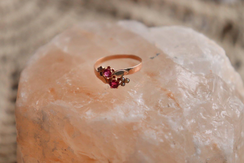 Bague Toi Et Moi En Or Rose Ornee De Deux Rubis Synthetique Accompagnes De 6 Perles - Bague Ethique Et Eco Responsable