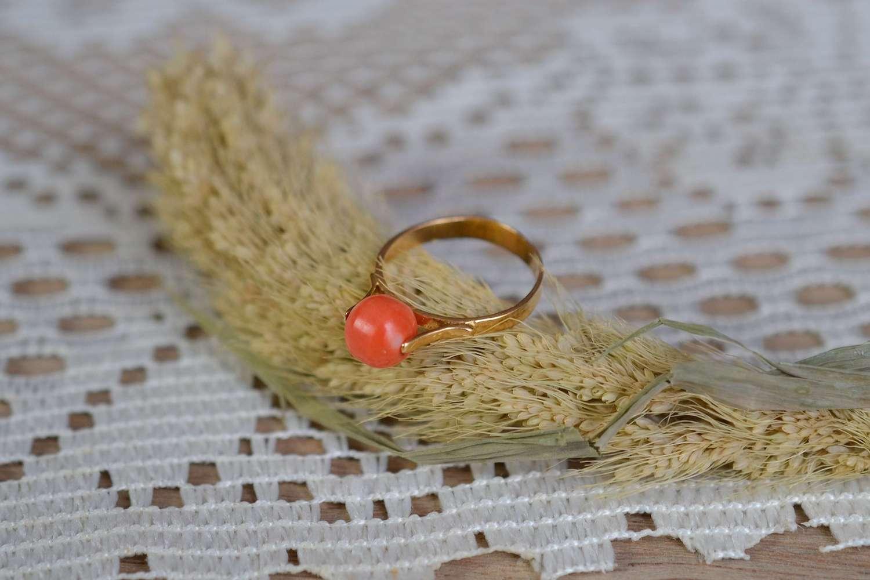Bague En Or Jaune Sertie D Une Perle De Corail - Bague Ethique Et Eco Responsable